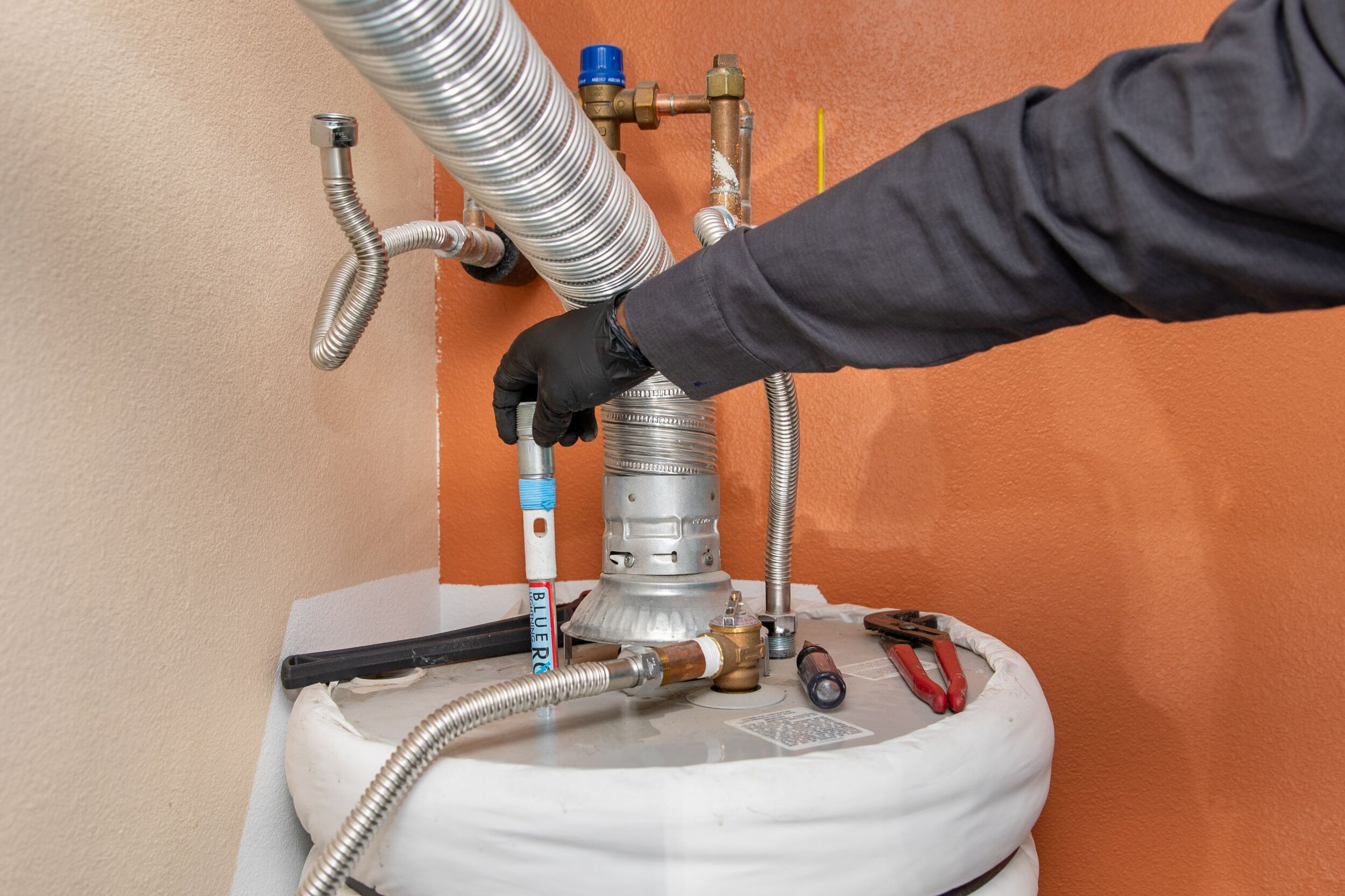 Repairing water heater anode rod in Elizabethton, TN